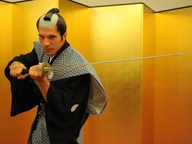 ◆小ネタ◆神戸移籍のポドルスキーが竹刀振り回しててクソワロタwww