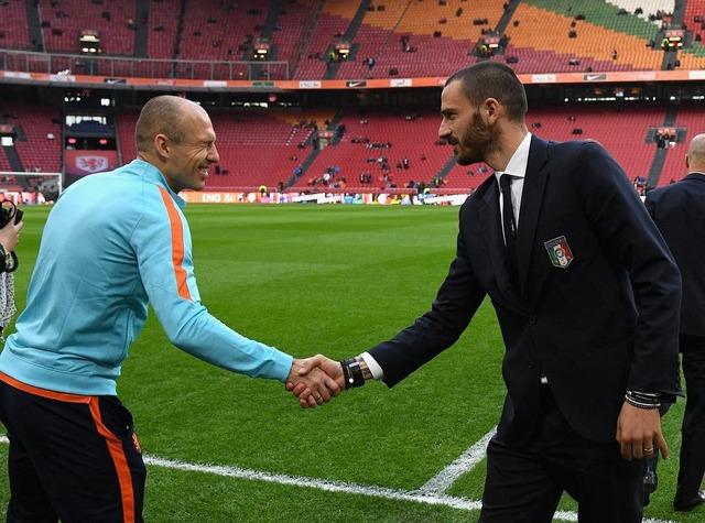 ◆画像◆ロッベンとボヌッチが親善試合前に握手をした結果wwwww