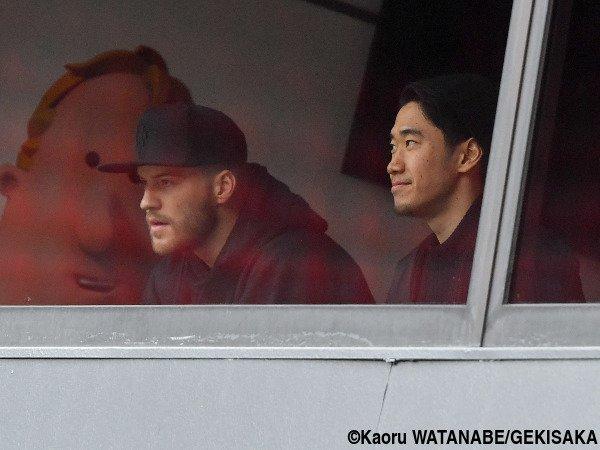 ◆画像◆ドルの同僚ヤルモレンコとVIP席で観戦する香川真司の表情から余裕の笑みがこぼれていると話題に!