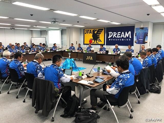 ◆画像◆JFA幹部が会議で全員不評の「日本晴れ」ユニを着た結果www