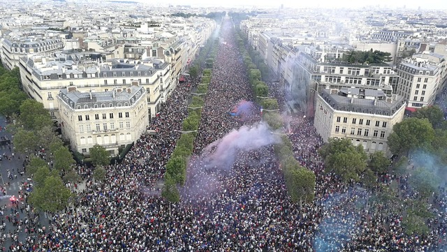 ◆W杯◆渋谷とかかわいいもの?フランス優勝でパリの凱旋門周辺が大変なことに!