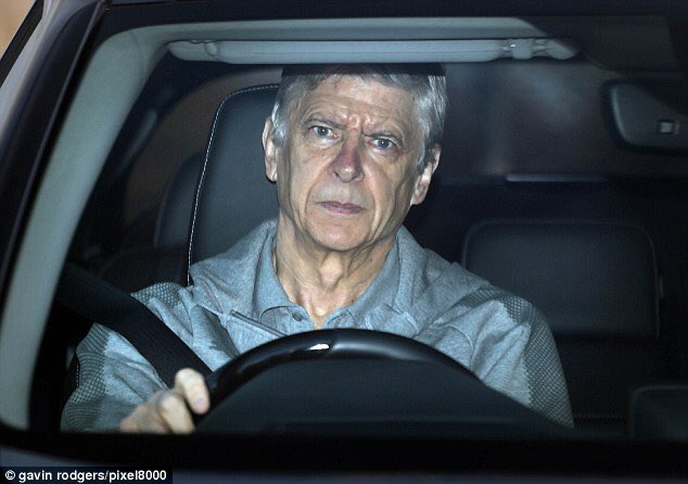 ◆画像◆練習場にやってきた運転席のベンゲルの表情が厳しすぎると話題に!