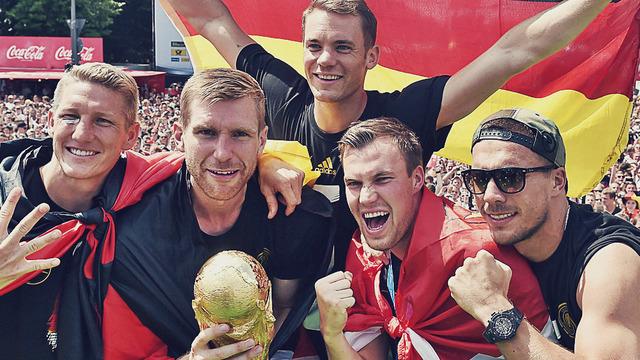 ◆悲報◆ドイツ代表 W杯トロフィーを破壊 犯人は特定できず