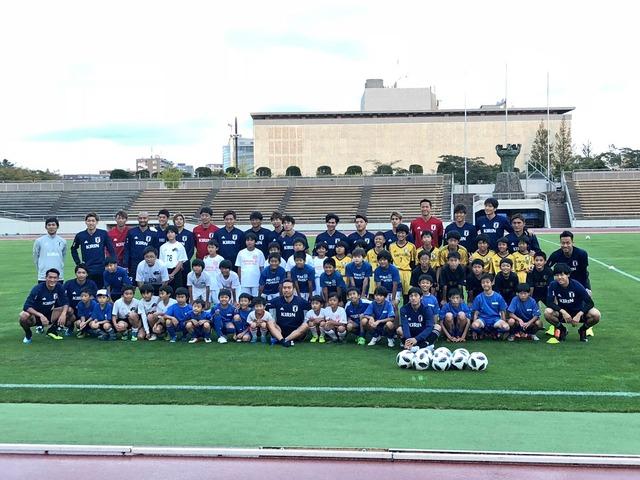 ◆画像◆日本代表が子供らと集合写真!新翔さんを探せ!