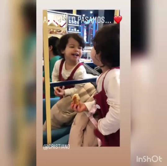◆動画小ネタ◆鏡に映る自分に見惚れるクリロナさんの娘が間違いなくクリロナのDNA