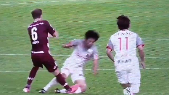 ◆悲報◆神戸MFサンペールさん今日もミスって凶暴化、米本の脚踏んづけてもカードなし…忖度???