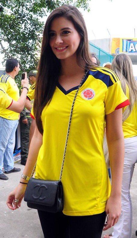 ◆画像◆ポーランドvsコロンビア 美女サポーター対決!どっちの勝利???
