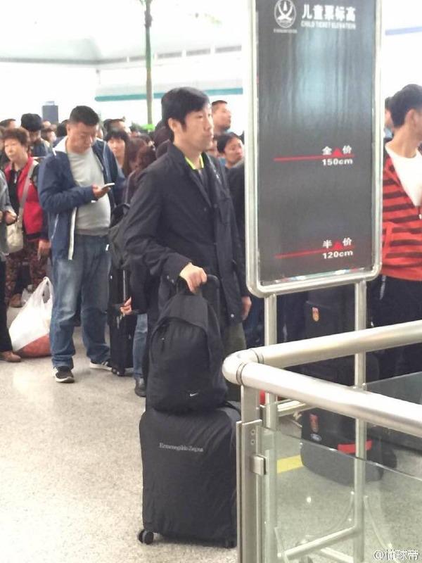 ◆悲報◆解任された中国代表監督高洪波、西安駅でポツンと一人寂しく列車を待つ、声をかける人もなし!