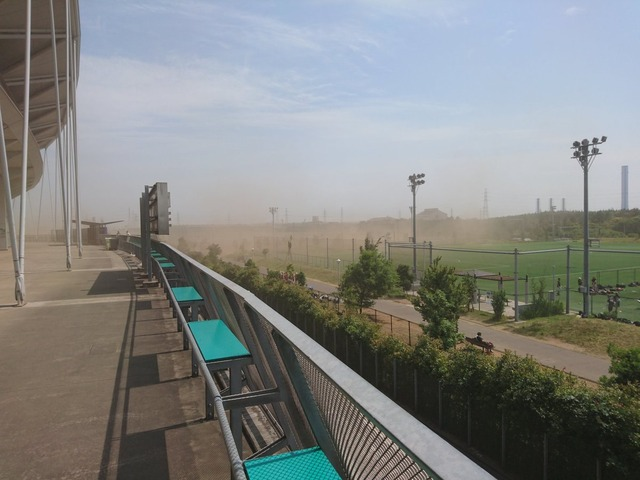 ◆悲報◆チンケな草野球場のせいでフクダ電子アリーナのジェフ千葉の試合が台無しに!!