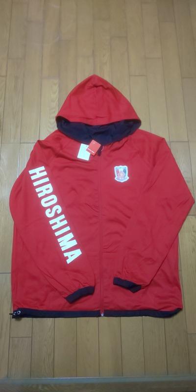 ◆悲報◆カープの陰謀?浦和レッズのグッズ、ジャケットの袖にデカデカと「HIROSHIMA」の文字が…(´・ω・`)