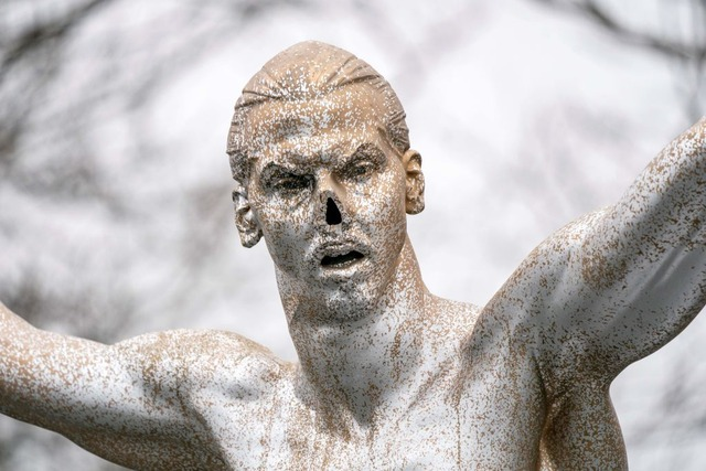 ◆悲報◆ズラタン・イブラヒモビッチの銅像、今度は鼻をもがれる