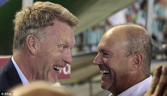 ◆画像◆元マンU監督モイーズ 試合前に相手監督とジョークを飛ばしてる瞬間の表情が可笑しすぎる!by英国紙