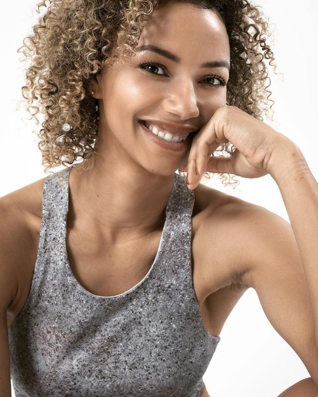 ◆画像◆女子W杯カメルーン代表6番エステル・ジョンソンが美人でスタイル抜群だと話題に!