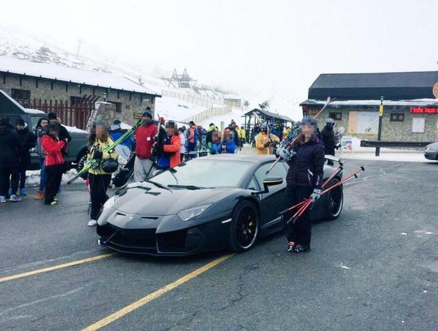 ◆悲報◆クリロナさんスキーに行って右手痛めて36百万円のランボルギーニを置いて救急車で帰る羽目に・・・