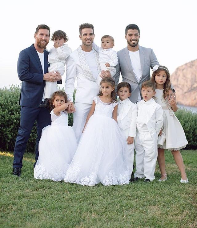 ◆画像◆メッシ一家スアレス一家とともにセスクの無人島での豪華結婚披露宴に出席