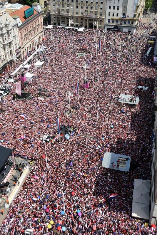 ◆画像◆人がゴミのようだ!クロアチア代表凱旋準優勝報告会の広場はすし詰め状態