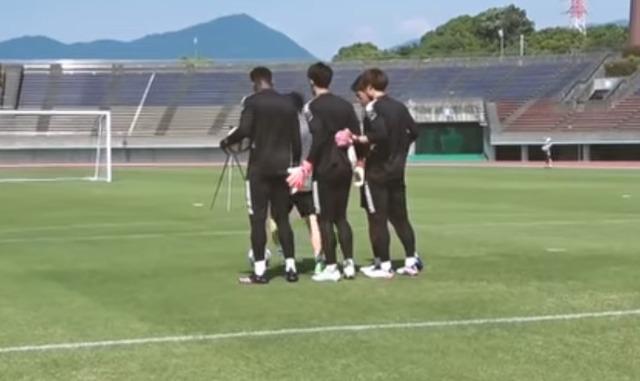 ◆画像◆U24日本代表GKが並んだら鈴木彩艶だけガタイが違いすぎると話題に!