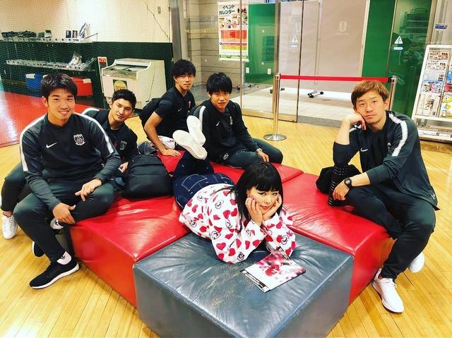◆J小ネタ◆ブルゾンちえみが浦和レッズの面々を侍らせた結果w