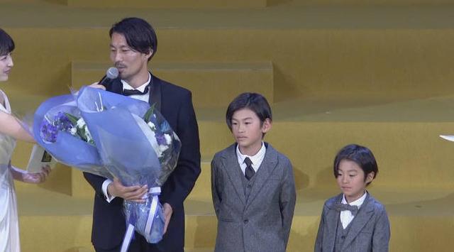 ◆Jアウォーズ◆MVP家長昭博の息子二人が父ちゃんと同じ髪型でイケメンすぎると話題に!