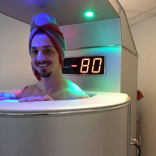 ◆動画小ネタ◆ズラタン・イブラヒモビッチが海パン一丁で雪中泳ぎしててワロタwwww