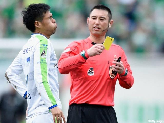 ◆J審判問題◆湘南×名古屋 ドフリーであとはゴールに流し込むだけの段階で試合を止める今村主審が酷すぎると話題に!
