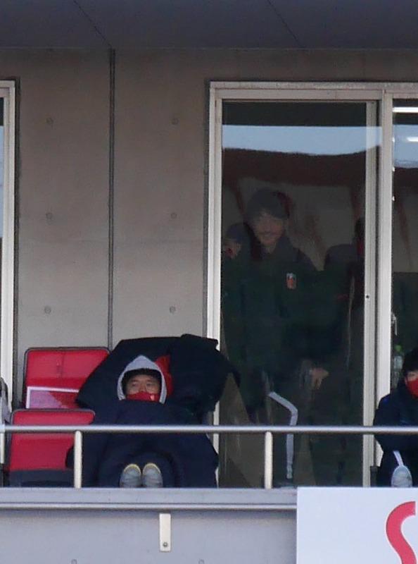 ◆画像◆スタンド観戦の浦和FW興梠慎三がベビーカーに乗ってる幼児みたいで草