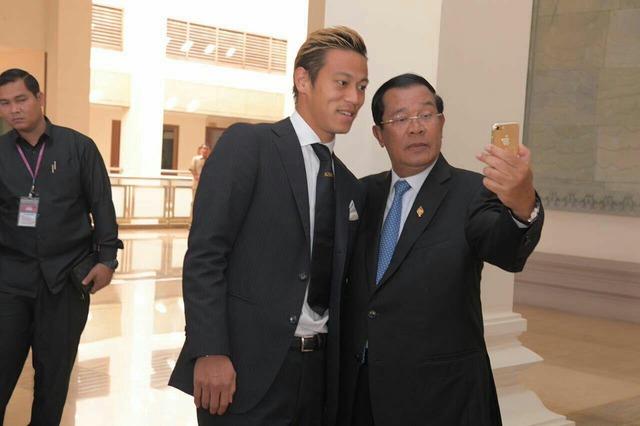◆ミラン本田◆カンボジアのフンセン首相と会談した本田、やっぱりKSKのネクタイでワロタwww