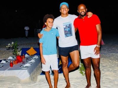◆動画◆PSGのフランス代表FWエムバッペが夜の砂漠でビーチサッカーをした結果www