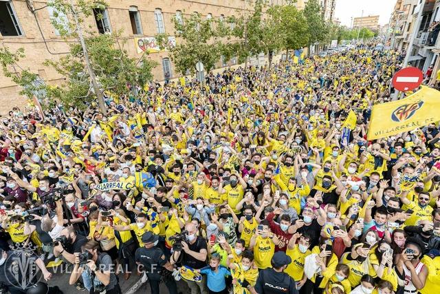 ◆EL◆EL初制覇のビジャレアルの凱旋パレード、街中真っ黄色で全住民参加してる疑惑(´・ω・`)