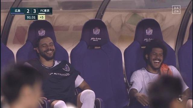 ◆画像◆それではベンチでにこやかに笑うレアンドロ選手とディエゴ選手を御覧ください(´・ω・`)