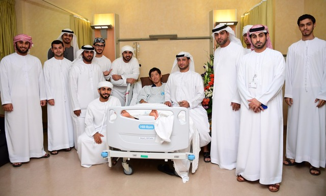 ◆画像◆病室で白装束に囲まれるアル・アイン塩谷司www