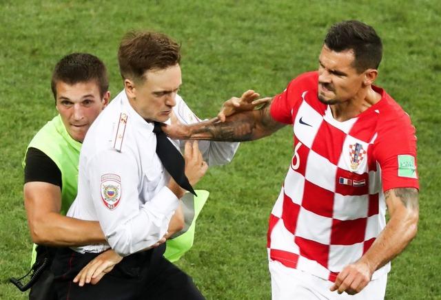 ◆悲報◆W杯決勝の乱入者クロアチアDFロブレンにしばかれる