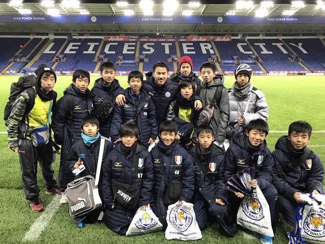 ◆画像◆レスターまで岡崎慎司の試合を見に行った子供が山岳部みたいでワロタwww