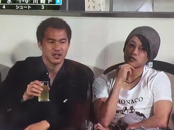 ◆画像小ネタ◆アイスタで観戦する岡崎慎司と内田篤人が場末のスナックのママと客にしか見えない件www