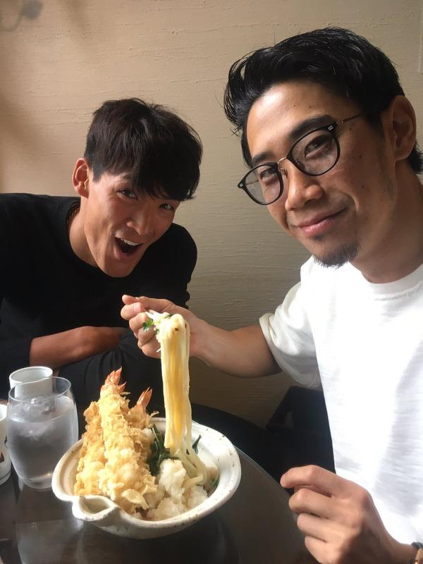 ◆画像◆大晦日に槙野智章呼んで目の前で天ぷらうどん食う香川真司さん(´・ω・`)