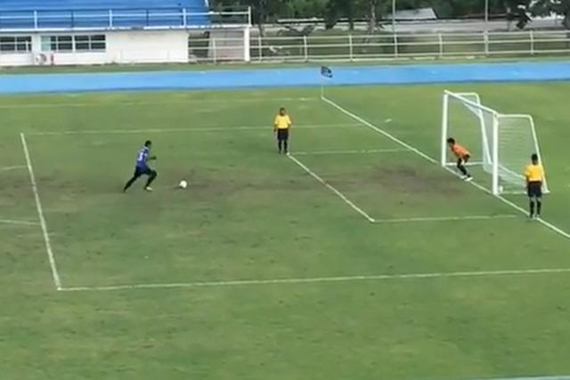 ◆アジア珍◆PKでボールがバーに弾かれてGKが喜んだ結果(´・ω・`:動画)