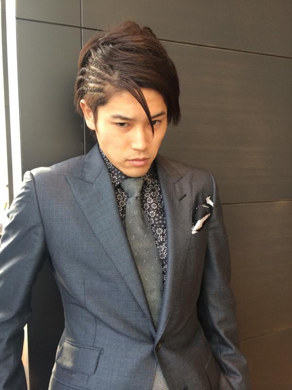 ◆画像小ネタ◆細貝の結婚式に出席した内田篤人を乾が撮影!かっこよすぎると話題に!