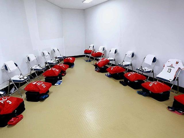 ◆悲報◆ACL開催の済州のスタジアムの浦和側控室が酷すぎると話題に!