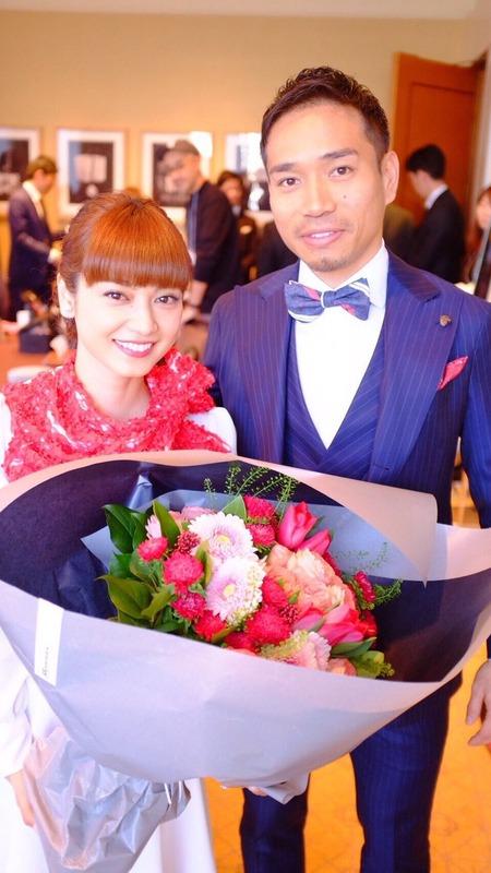 ◆インテル長友◆平愛梨と婚約発表した長友、サンシーロのピッチ上でプロポーズしててワロタwww