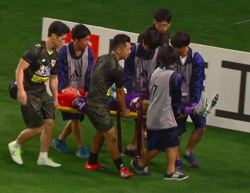 ◆Jリーグ◆仙台FW石原の膝が頭に入って鳥栖GK権田修一負傷退場、仙台サポからもエール