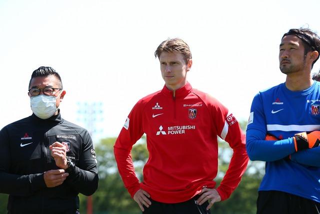 ◆Jリーグ◆浦和新加入FWキャスパー・ユンカーがチーム練習に合流…日本語で挨拶