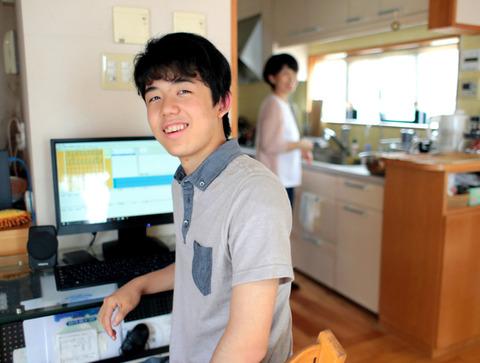 藤井四段(14才)「家族と共用じゃないパソコンが欲しい。将棋の研究に使うから。」