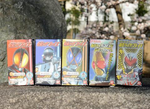 仮面ライダー100円ソフビ_1