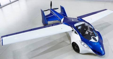 本当に2年後には自動車が空を飛ぶらしいな