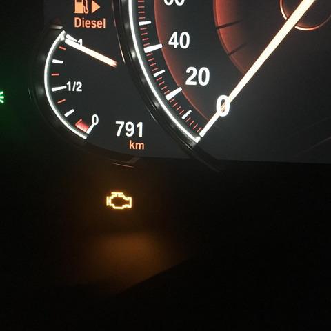 車に謎ランプが点灯した!