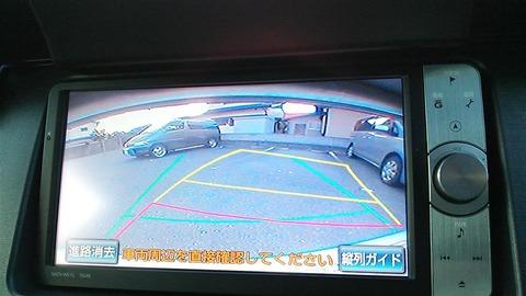 バック駐車の時に振り返らないでミラーとモニターだけでする奴wwwwww