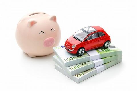 300万くらいの車買ったら月いくら払う?