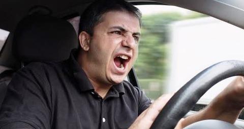 車を運転してる時のイラつきは異常