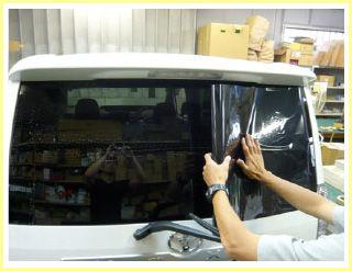 車のガラスにスモークフィルム貼りたいんだけど