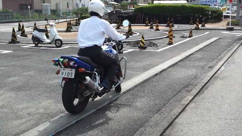 バイクの一本橋難しすぎ